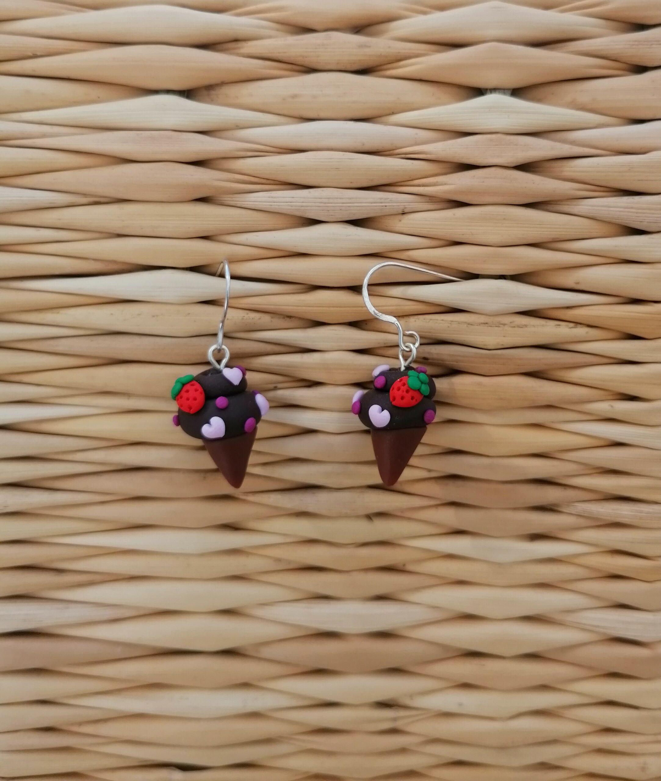 swpendearconechokostrawberries1 1 scaled