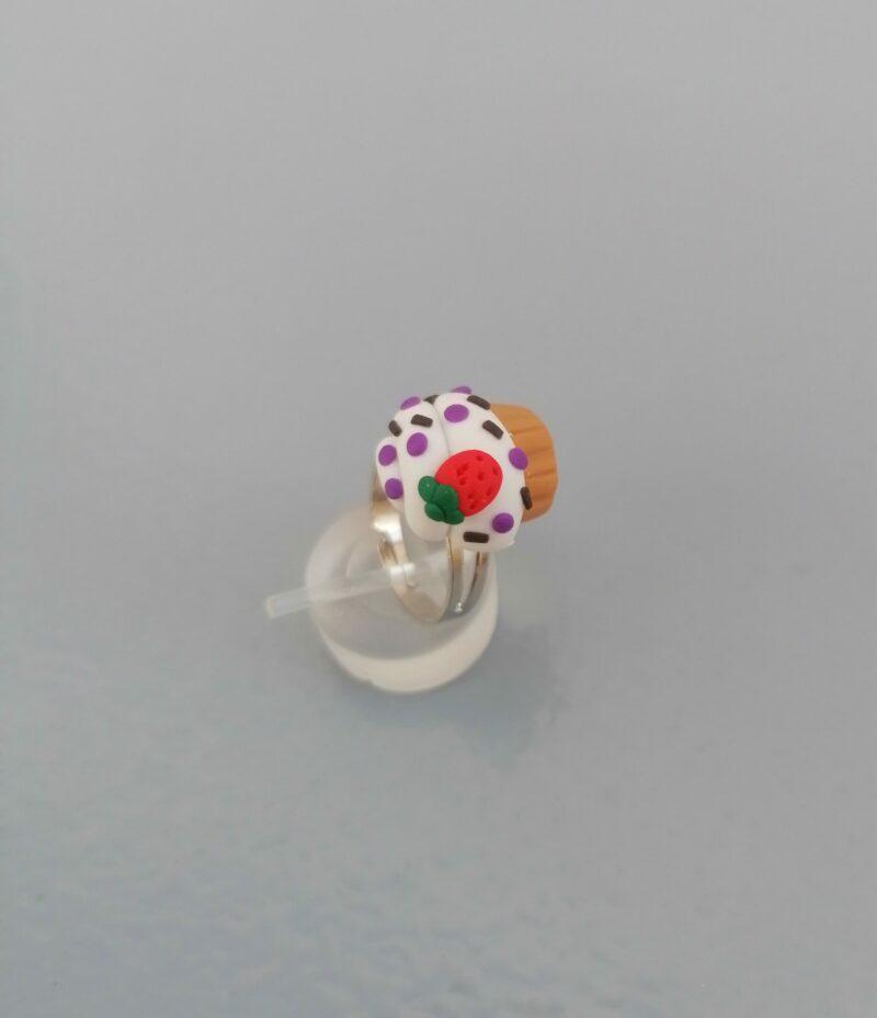 vanilla strawberry cupcake ring 1 scaled